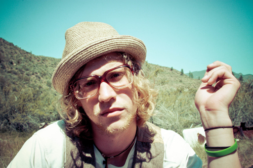 Allen Stone (The Voice) – Unaware (Sings Live From His Mother's Living Room)