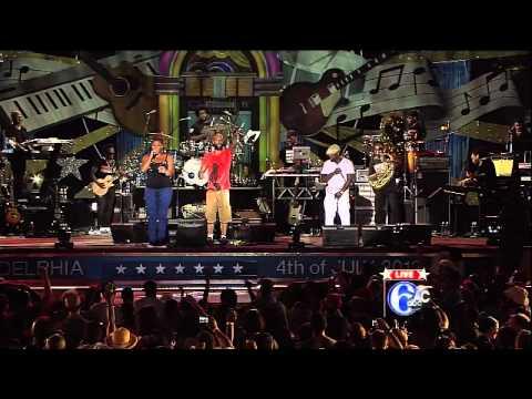 Common, The Roots, DJ Jazzy Jeff & Queen Latifah's Performs