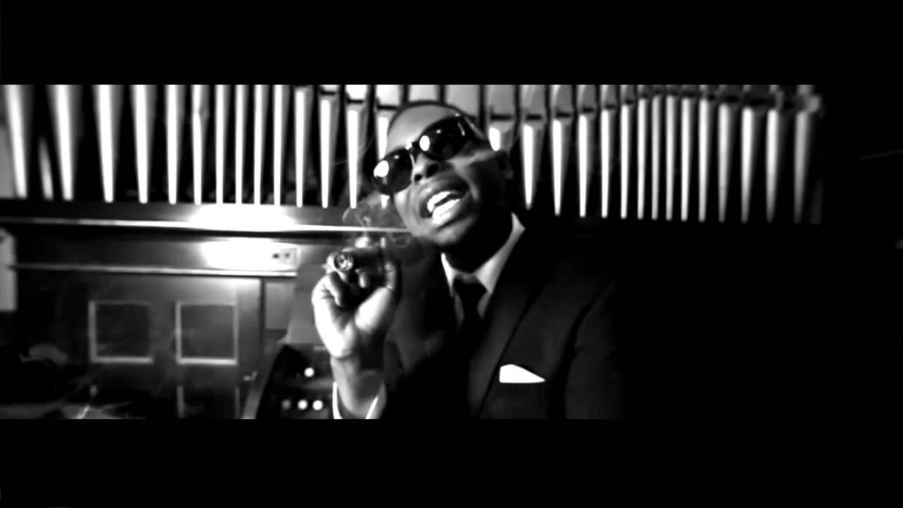 Machine Gun Kelly Feat. Tezo – All Black Tuxedos