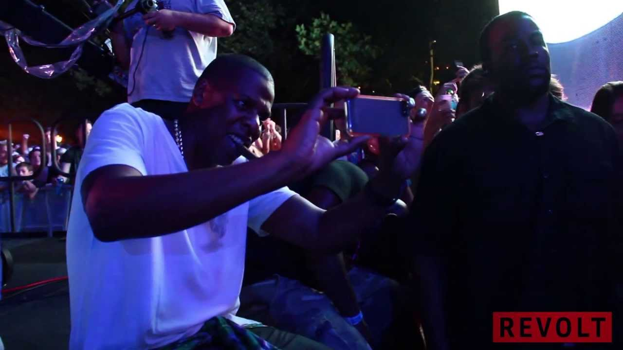 Jay Z Serves D'usse & Ace Of Spades To Fans In The Crowd