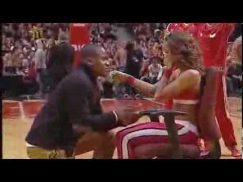 Boyfriend Proposes To Chicago Bulls Dancer During Halftime