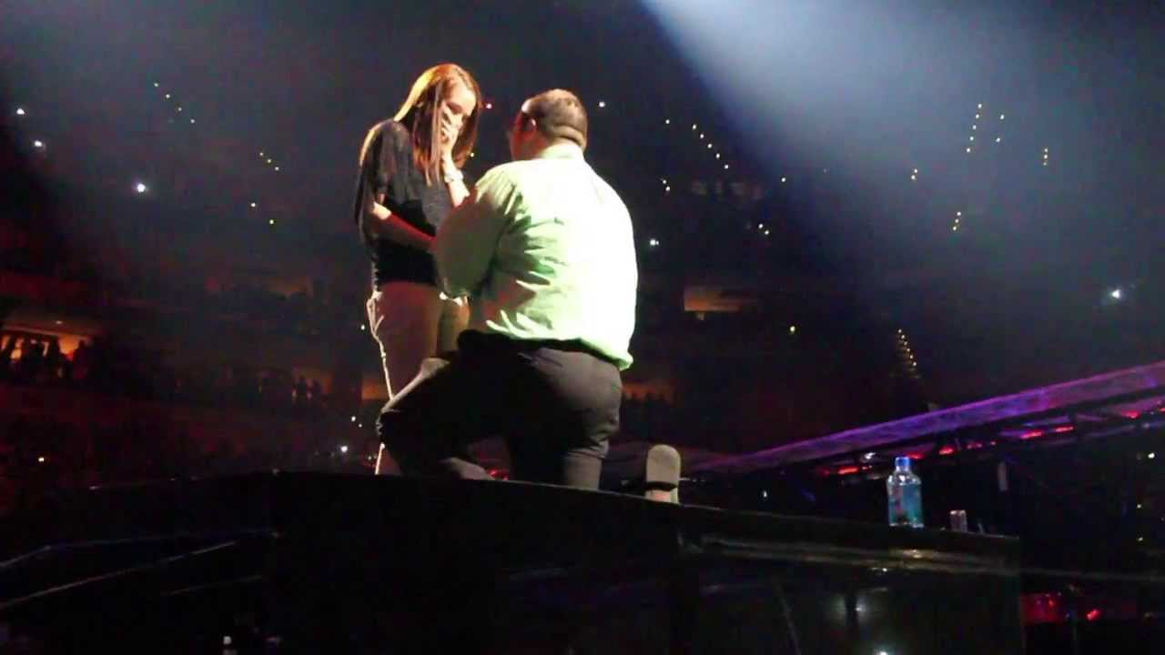 Justin Timberlake Helps A Fan Propose To His Girlfriend