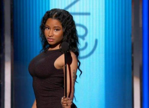 Nicki Minaj Throws Shots At Iggy Azalea During Acceptance Speech