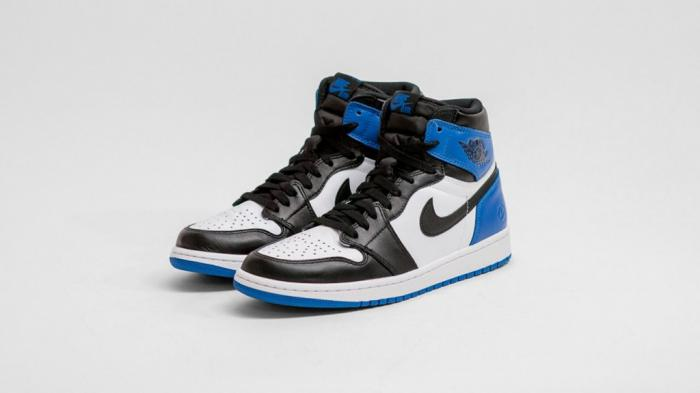 fragment-design-air-jordan-1-retro-high-og-main