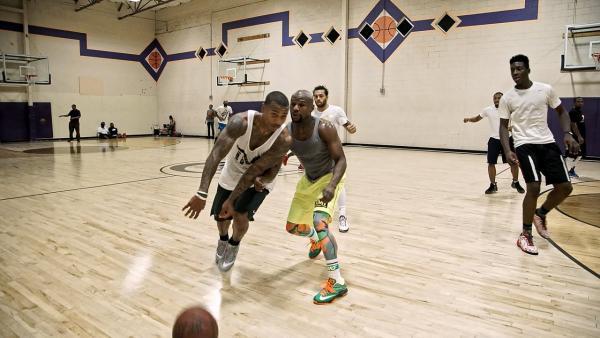 NBA Point Guard Isaiah Thomas Defeats Floyd Mayweather In Pick-Up Basketball