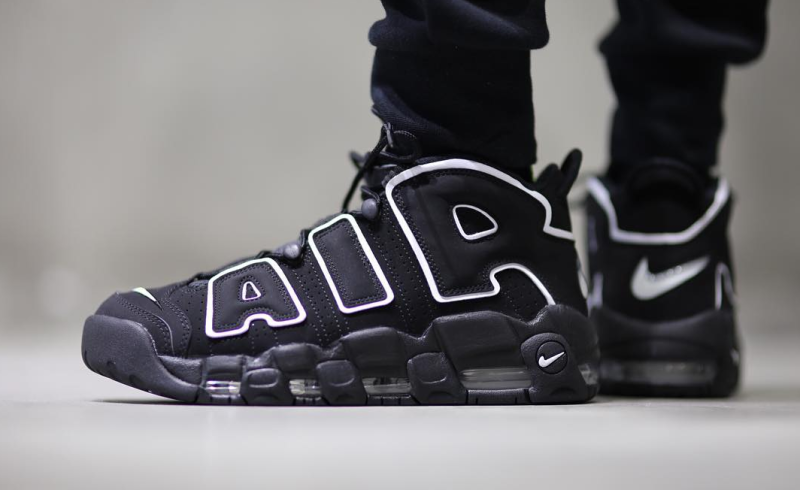 nike-air-more-up-tempo-on-feet-02_mlafgi