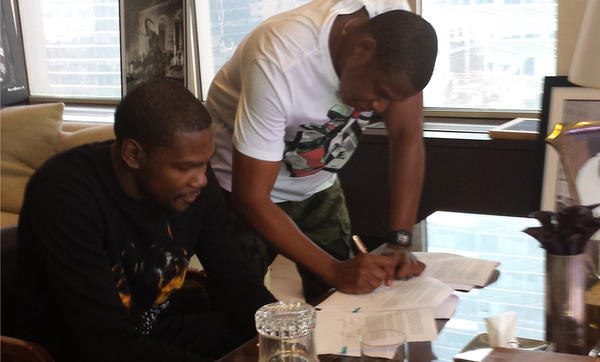 Kevin Durant Signs To Jay-Z's Roc Nation Sports