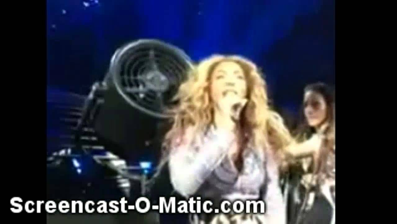 Beyonce's Weave Gets Caught In A Fan On Stage