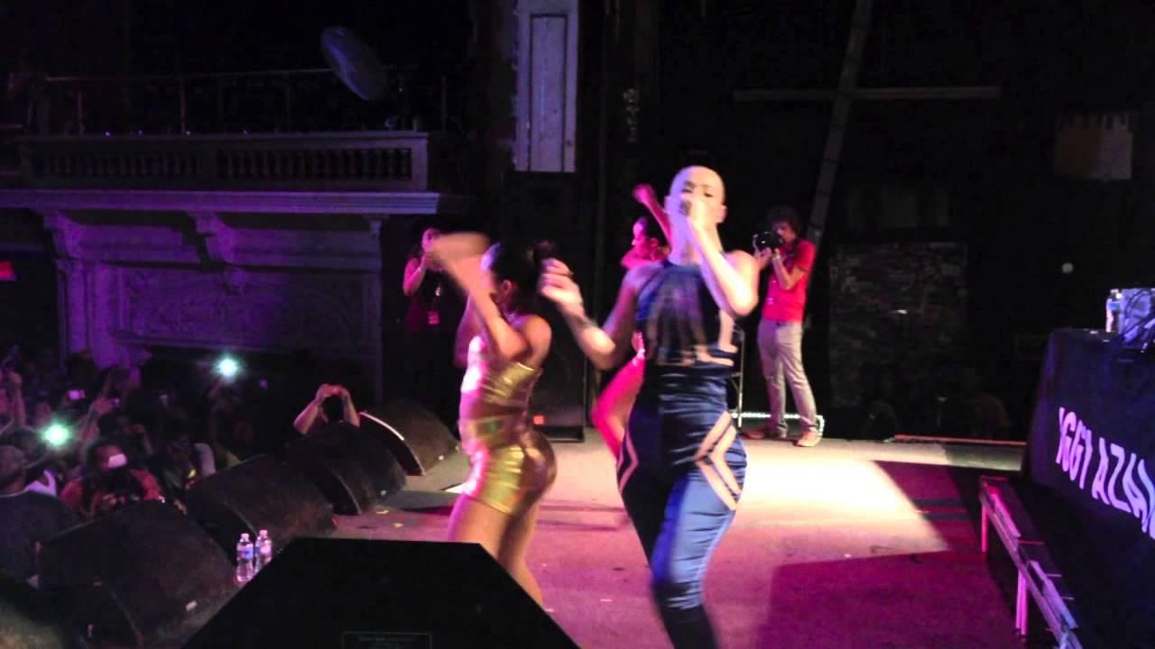 Iggy Azalea Splits Her Pants On Stage