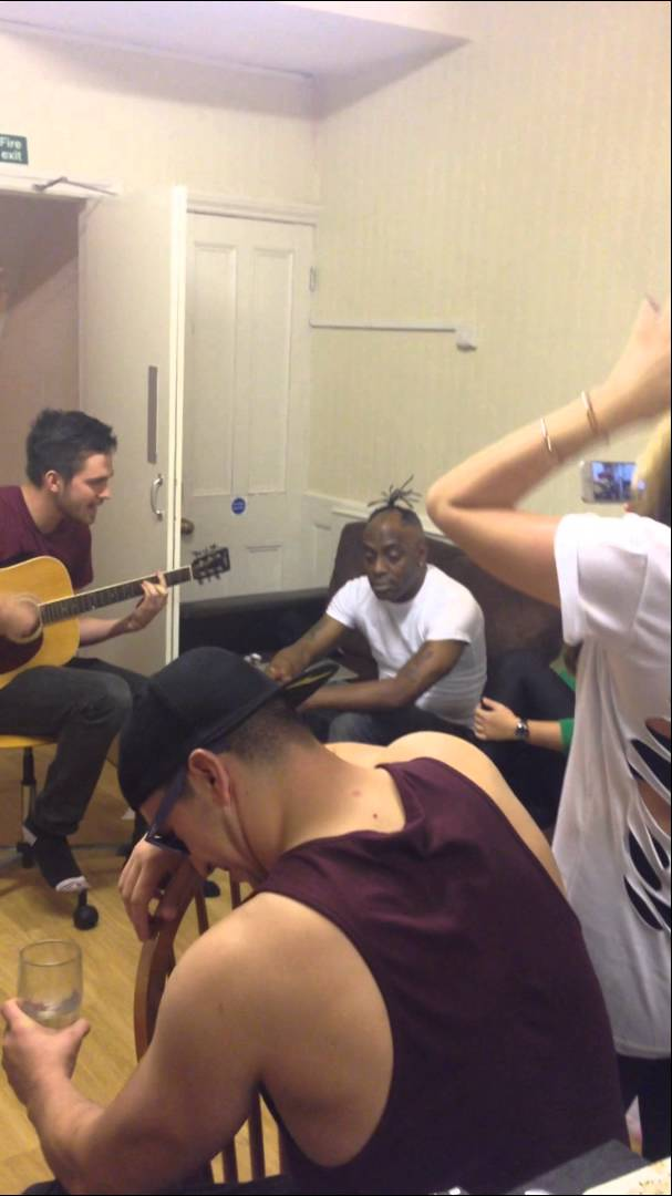 "Coolio Performs ""Gangstas Paradise"" In Students' Apartment"