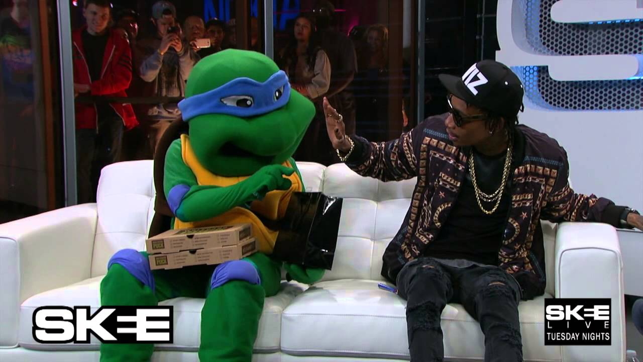 Wiz Khalifa Smokes With A Teenage Mutant Ninja Turtle