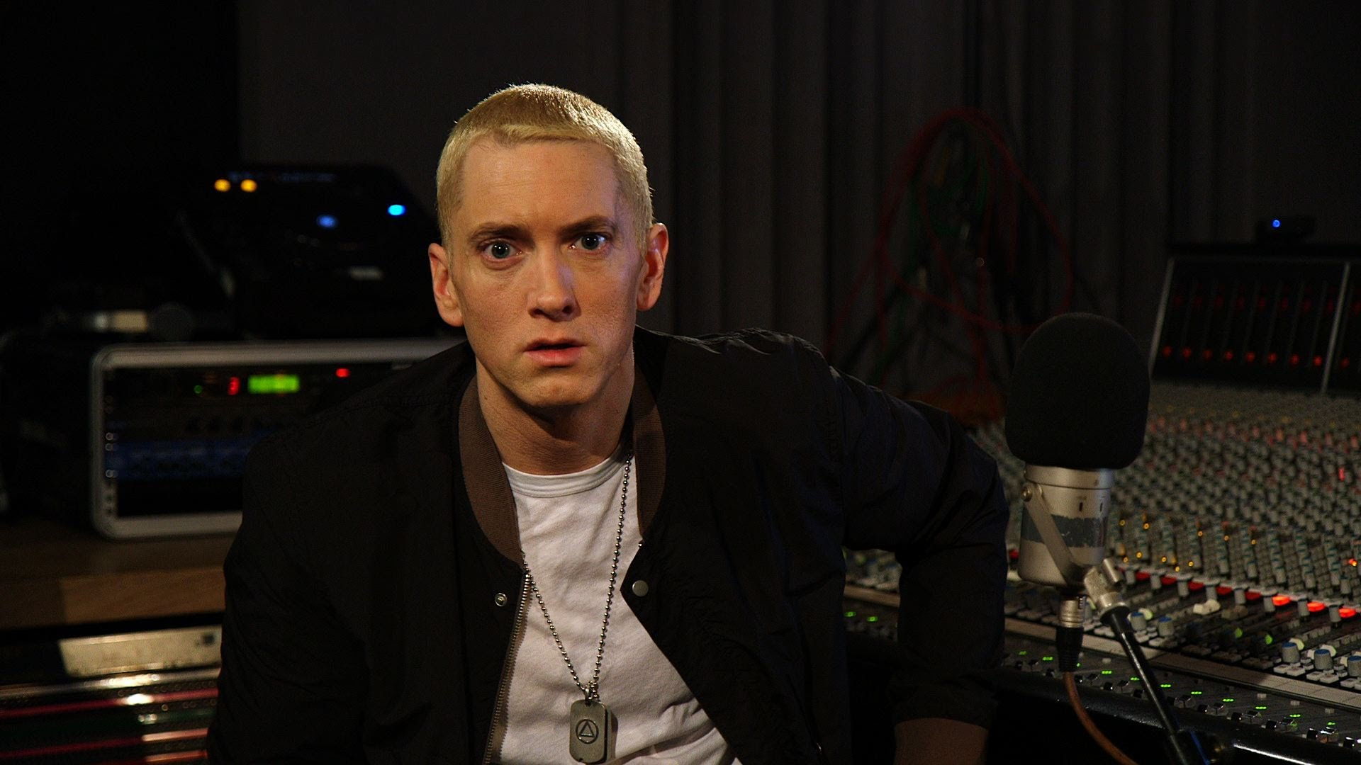 Zane Lowe Interviews Eminem [Full Interview]