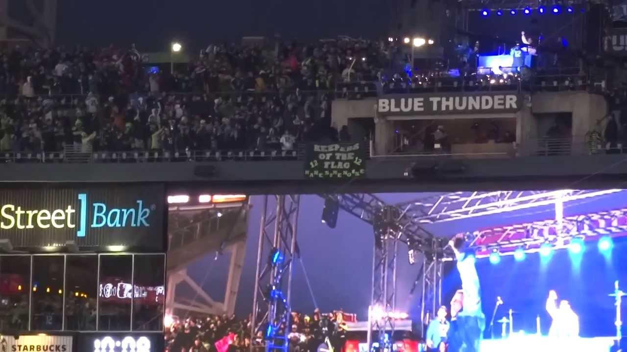 Macklemore & Ryan Lewis Hit The Seahawks vs 49ers Game