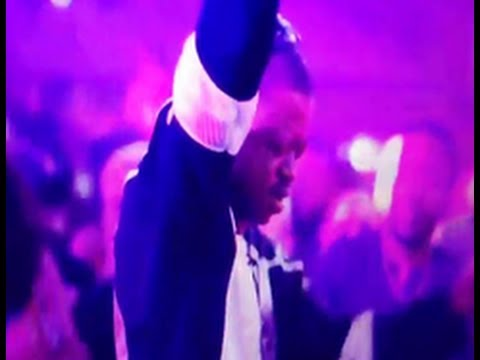 "Ex NBA Star Steve Francis Giving Himself Champagne Showers While Listening To ""Drunk In Love"""