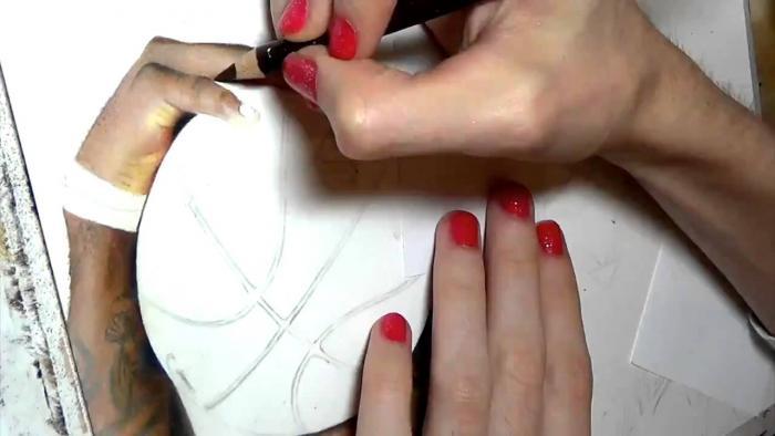 Female Artist Draws Realistic Portrait Of LeBron James