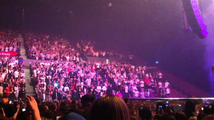Kanye Stops Show In Sydney To Get Everyone To Stand Up & Calls Out 2 People In Wheelchairs