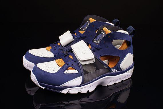 nike-air-trainer-huarache-medicine-ball_02