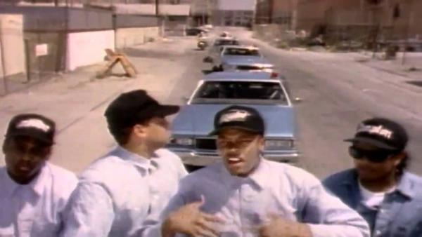 N.W.A. – 100 Miles And Runnin'