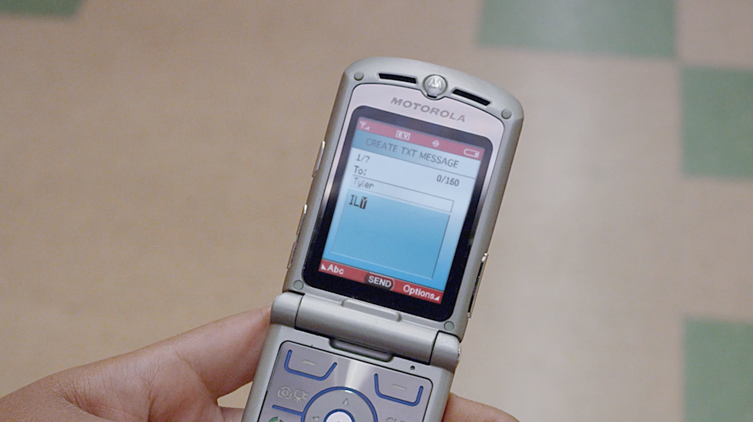 "Motorola's Legendary ""RAZR"" Flip Phone Is Making A Comeback!?"