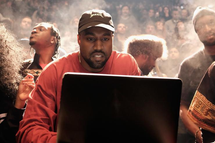 Kanye West Reportedly Planning On Touring In 2018